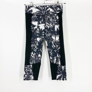 Fabletics Cropped Black Palm Tree Legging Small